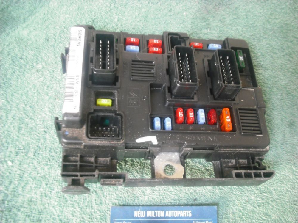 a genuine citroen c3 fuse box engine bay control module bsm-b3 t118470003 g  9643498880-00